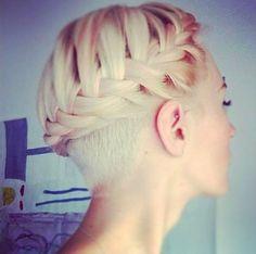 Alul felnyírt haj - 1. kép - JOY