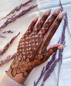 Very Simple Mehndi Designs, Pretty Henna Designs, Floral Henna Designs, Henna Tattoo Designs Simple, Back Hand Mehndi Designs, Mehndi Designs Book, Mehndi Designs For Girls, Mehndi Design Photos, Mehndi Designs For Fingers