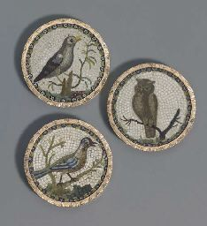 ca 1785 probably Rome, workshop of Giacomo Raffaelli three Italian gold-mounted micro-mosaic buttons. Mosaic Pieces, How To Make Buttons, Button Art, Vintage Buttons, Mosaic Art, Creations, Birds, Hand Painted, Antiques