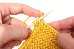 How to Knit a Perfect Edge – Finishing Free Technique – The Gift Of Knitting Knitting Paterns, Circular Knitting Needles, Knitting Designs, Knitting Projects, Crochet Patterns, Knitting Help, Arm Knitting, Knit Edge, Ideas Prácticas