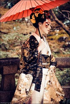 grafika japan, geisha, and kimono Yukata, Geisha Samurai, Japan Kultur, Outfit Essentials, Memoirs Of A Geisha, Turning Japanese, Art Japonais, Japanese Beauty, Japanese Girl