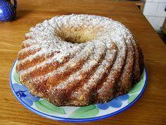 Tichý život: Kvásková bábovka oříšková Ciabatta, Birthdays, Food And Drink, Baking, Healthy, Cakes, Kitchens, Brot, Anniversaries