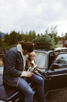 Could just as well have been my dad and me sitting here. Except with a jeep, not a volvo. Dad still has this thermos. And this hair. But it's now turning white. xo