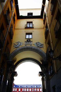Arco de la calle 7 de julio a la Plaza Mayor. Madrid   Flickr: Intercambio de fotos