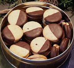 Nougattaler, a refined recipe from the category biscuits . Bewer… Nougattaler, a refined recipe from the category biscuits & cookies. Ratings: Average: Ø - Baking Recipes, Cookie Recipes, Xmas Cookies, Sweets Cake, Biscuit Cookies, Biscuits, Christmas Baking, Christmas Recipes, Cakes And More