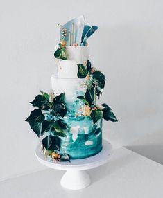 Very cool Island vibes for this cake