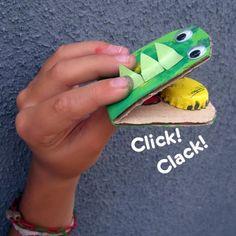 Cocodrilo con tapas de botella y cartón reciclado. - Which I think means crocodile with bottle caps and card board