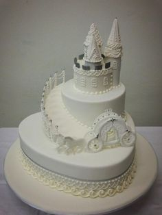 Stunning #White #Castle #Cake with Fairy-tale #Carriage! Looking beautiful! We love and had to share! Great #CakeDecorating!
