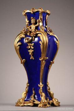 Louis XV style ormolu mounted blue porcelain vase, c. Porcelain Black, Fine Porcelain, Porcelain Ceramics, Ceramic Art, Porcelain Jewelry, Delft, Vase Centerpieces, Vases Decor, Art Decor