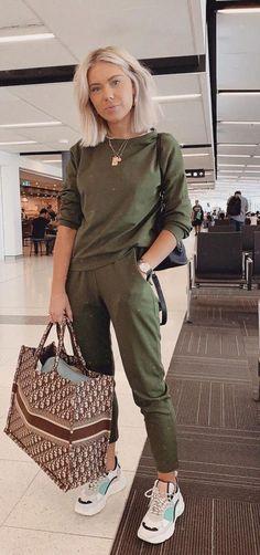 Musa do estilo: Laura Jade Stone – Guita Moda – travel outfit summer Cute Travel Outfits, Winter Travel Outfit, Travel Clothes Women, Winter Outfits, Summer Outfits, Casual Outfits, Clothes For Women, Summer Airport Outfit, Casual Travel Outfit