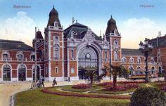 Debrecen - A téren csodás mediterrán díszpark is köszöntötte a látogatókat. Barcelona Cathedral, Mansions, Country, House Styles, Building, Travel, Beautiful, Home, Hungary