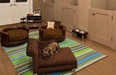 Las mascotas ocupan un lugar destacado en el corazón de la familia pero también en la vivienda. Como miembro de la misma necesitan su propio espacio aunque no siempre se dispone de él. Te proponemos algunas pequeñas ideas para adaptar las necesidades de tu mascota a tu vivienda