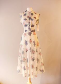 Hey, I found this really awesome Etsy listing at https://www.etsy.com/listing/267004454/vintage-1950s-floral-bouquet-dress
