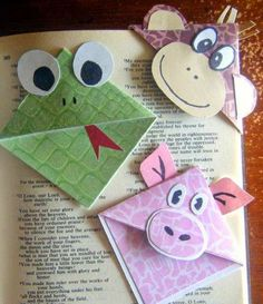 DIY- make these fun and easy Corner Bookmarks. Bookmarks Kids, Bookmark Craft, Corner Bookmarks, Origami Bookmark, Bookmark Ideas, Kids Crafts, Elderly Crafts, Marque Page Origami, Pinterest Crafts