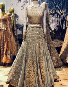 This Lehenga Choli bear a sophisticated look and enhance the beauty of the women which can be worn for functions, festivals, parties and even wedding also. This Lehenga comes with un-stitch Indian Bridal Lehenga, Indian Bridal Outfits, Indian Bridal Wear, Indian Designer Outfits, Pakistani Bridal, Pakistani Dresses, Indian Dresses, Red Lehenga, Anarkali