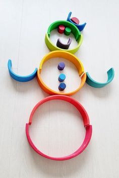 Clown / Snowman Stacking with one of the more than 100 ideas and examples with this open end play toys - Mamaliefde. Grimm's Toys, Kids Toys, Montessori Activities, Activities For Kids, Craft Stick Crafts, Crafts For Kids, Grimms Rainbow, Wooden Rainbow, Handmade Wooden Toys