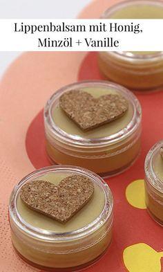DIY Lippenbalsam: Natürlichen Lipbalm mit Honig, Minzöl und Vanille Aroma ganz einfach selbst machen.
