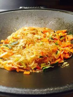 Soy spaghetti with sauteed vegetables in soy sauce - Ric .- Soy spaghetti with sauteed vegetables in soy sauce Sushi Recipes, Veggie Recipes, Vegetarian Recipes, Healthy Recipes, Vegan Meals, Asian Chicken Recipes, Asian Recipes, Ethnic Recipes, Sauteed Vegetables