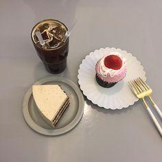 컵케이크 이름이 라라랜드 ( ்▿்) . . . #홍대카페 #상수역 #상수카페 #바나나테이블 #디저트 #먹스타그램 #맛스타그램 #일상 #데이트
