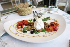 Verse vis, plateaus vol met kaas en gin & tonics | Ses Escoles Ibiza, fresh burrata, Mozzarella, aubergine, glutenfree bread