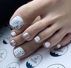 Gel Toe Nails, Acrylic Toe Nails, Short Gel Nails, Feet Nails, Toe Nail Art, Pedicure Nail Designs, Pedicure Nail Art, Toe Nail Designs, Pretty Toe Nails