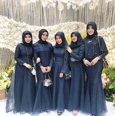 """InspirasiOOTD on Instagram: """"Follow @inspirasiootdid untuk selalu mendapatkan #inspirasiOOTD setiap hari.  Follow @miaiqlima x @mia.iqlima banyak gamis pesta premium,…"""" Hijab Prom Dress, Muslimah Wedding Dress, Hijab Style Dress, Hijab Wedding Dresses, Dress Outfits, Bridesmaid Dresses, Lace Bridesmaids, Dress Brokat Muslim, Dress Pesta"""