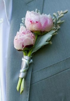 Bridesmaid boutonniere: small peonies to complement my bouquet Boutonnieres, Prom Flowers, Bridal Flowers, Peonies Bouquet, Pink Peonies, Corsage Wedding, Wedding Bouquets, Wedding Shoes, Mariage