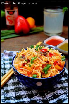 Whenever i visit a restaurant i choose Schezwan veg fried rice for its fiery hot taste which is my all time favorite. With ready made sauce. Quick Rice Recipes, One Pot Rice Meals, Asian Recipes, Ethnic Recipes, Rice Bowls, Biryani, Fried Rice, Spices, Restaurant