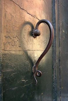and the frog door knob is Unique Vintage Door Handles.and the frog door knob is wonderful Knobs And Knockers, Door Knobs, Door Handles, Heart In Nature, Heart Art, Yoga Studio Design, I Love Heart, Love Is All, Belle Photo