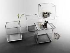 The table is malleable, each person can adapt it to his own personality. The cube has only 5 sides, one is open to create a small storage space. Small Space Storage, Storage Spaces, Cube Table, Glass Furniture, Art Of Glass, Interior Design, Chair, Home Decor, Products