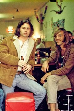 Jim Morrison & Ray Manzarek at the original Hard Rock Cafe, December by Henry Diltz. Love Ray's sandals! Music Love, Rock Music, My Music, Pop Rock, Rock And Roll, Blues Rock, James Jim, Les Doors, Henry Diltz
