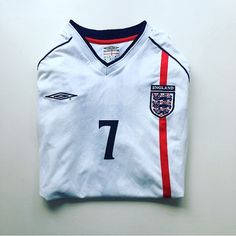England 01/03 home shirt beckham 7 - relive that goal against Greece. Link in bio 👍 #England #englandshirt #threelions #englandnationalteam #Englandfootballteam #beckham #davidbeckham #becks7 #goldenballs #englandgreece #football #footballshirt #retro #retroshirt #retrofootball #retrofootballshirt #vintage #vintageumbro #vintagefootball #vintagefootballshirt #classickit #classicfootball #soccer #soccerjersey #wembley #worldcup