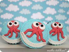 by the sea.... octopus ocean cupcakes yaparımki ben bunu.