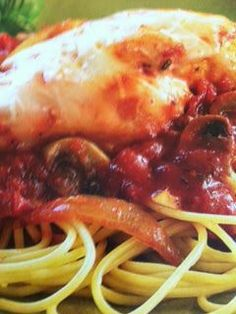 Easy crockpot recipes: Chicken Parmesan Over Spaghetti Crockpot Recipe. Italian Crockpot Recipes, Crockpot Dishes, Crock Pot Cooking, Slow Cooker Recipes, Chicken Recipes, Cooking Recipes, Crockpot Meals, Yummy Recipes, Turkey Recipes