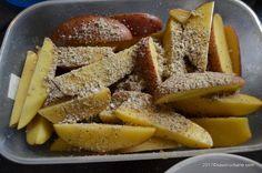 Cartofi la cuptor cu usturoi si parmezan reteta de garlic parmesan wedges   Savori Urbane Parmezan, Apple Pie, French Toast, Cooking Recipes, Wedges, Breakfast, Desserts, Food, Diana