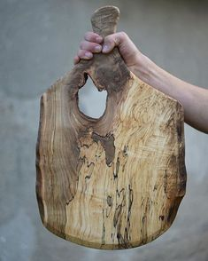 This beauty went to a very special customer this weekend.Truly One of a Kind! That's what we do at Otter Creek… Diy Cutting Board, Wood Cutting Boards, Wooden Projects, Wood Crafts, Articles En Bois, Wooden Chopping Boards, Spalted Maple, Got Wood, Wood Slab