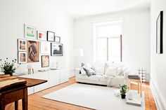 The white apartment with the wooden floor // 79 Ideas