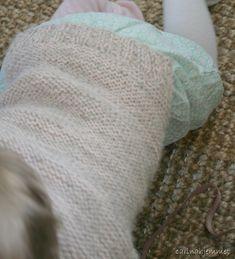 Jeg har strikka Skappelgenser til Josefine!! Tok utgangspunkt i denne oppskriften Skappel-genser til barn . Josefine er 10 mnd...