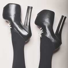 Shoes of the day: double-heeled platforms by @natachamarro