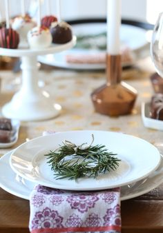 From Thanksgiving-appropriate centerpieces, innovative place cards, and table decor to gratitude trees, dried foliage, and other rustic accents — these Fall decor ideas will highlight everything you love most about the season and make your Thanksgiving dinner unforgettable.