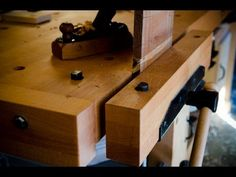Best video on understanding traditional woodworking workbenches...