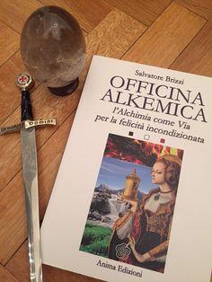 OFFICINA ALKEMICA - L'Alchimia come via per la felicità incondizionata by Salvatore Brizzi   http://www.macrolibrarsi.it/libri/__officina-alkemica-libro.php?pn=166