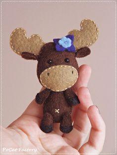 Felt Pocket Moose doll brooch keychain magnet por PoCatFactory