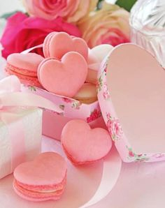 Pink Heart Shaped Macarons - perfect for Valentine's Day or Bridal Shower Cupcakes, Cupcake Cakes, Macarons Rose, French Macaroons, Pink Macaroons, Cute Food, Happy Valentines Day, Valentine Treats, Valentines Food