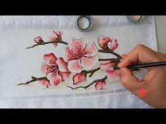 Voltando as flores, hoje vamos pintar um raminho de Cerejeira em Tecido ^^. Bem fácil, com poucas cores, é só seguir que você vai conseguir. Risco: http://www.sonalupinturas.com.br/2017...