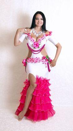 Modelo legal. Mas cor brega. Belly Dancer Costumes, Belly Dancers, Dance Costumes, Dance Outfits, Dance Dresses, Sexy Dresses, Arab Girls Hijab, Girl Hijab, Hourglass Dress