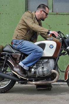BMW caferacer by @redwing1905