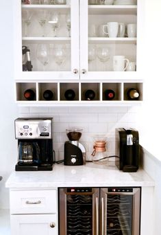 Coffee Bar Ideas - Looking for some coffee bar ideas? Here you'll find home coffee bar, DIY coffee bar, and kitchen coffee station. Wine And Coffee Bar, Coffee Bars In Kitchen, Coffee Bar Home, Bar In Kitchen, Coffee Station Kitchen, Coffee Counter, Coffe Bar, Kitchen Rustic, Kitchen Small