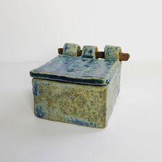 rustic ceramic box with rusty screw hinge 📦🔩 Ceramic Boxes, Ceramic Clay, Ceramic Painting, Slab Ceramics, Rustic Ceramics, Slab Pottery, Ceramic Pottery, Slab Boxes, Clay Box