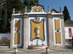 Fonte dos Pasmados, inauguração 1787, Vila Nogueira de Azeitão  Muita água bebi desta fonte.  Um dos monumentos mais bonitos e imponentes de Azeitão.   Foto: 2012